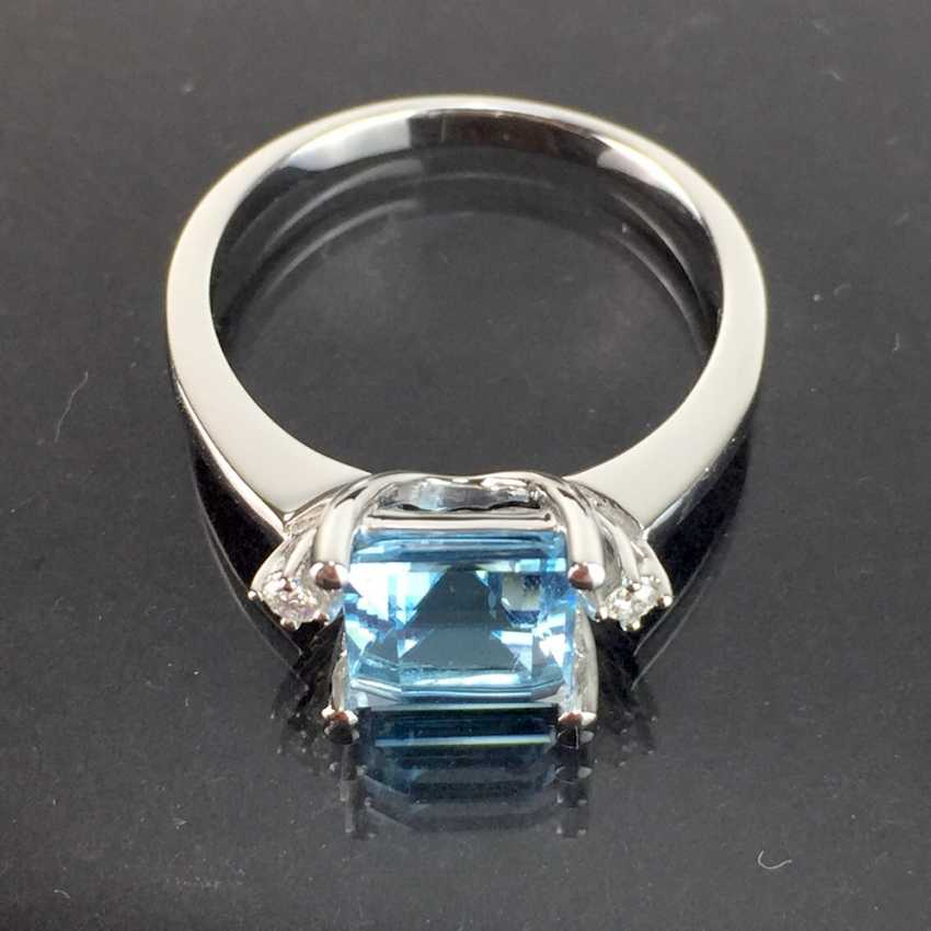 Ladies ring with a large bright Topaz and brilliant-cut diamonds: white gold 585 rhodium-plated, very good. - photo 3