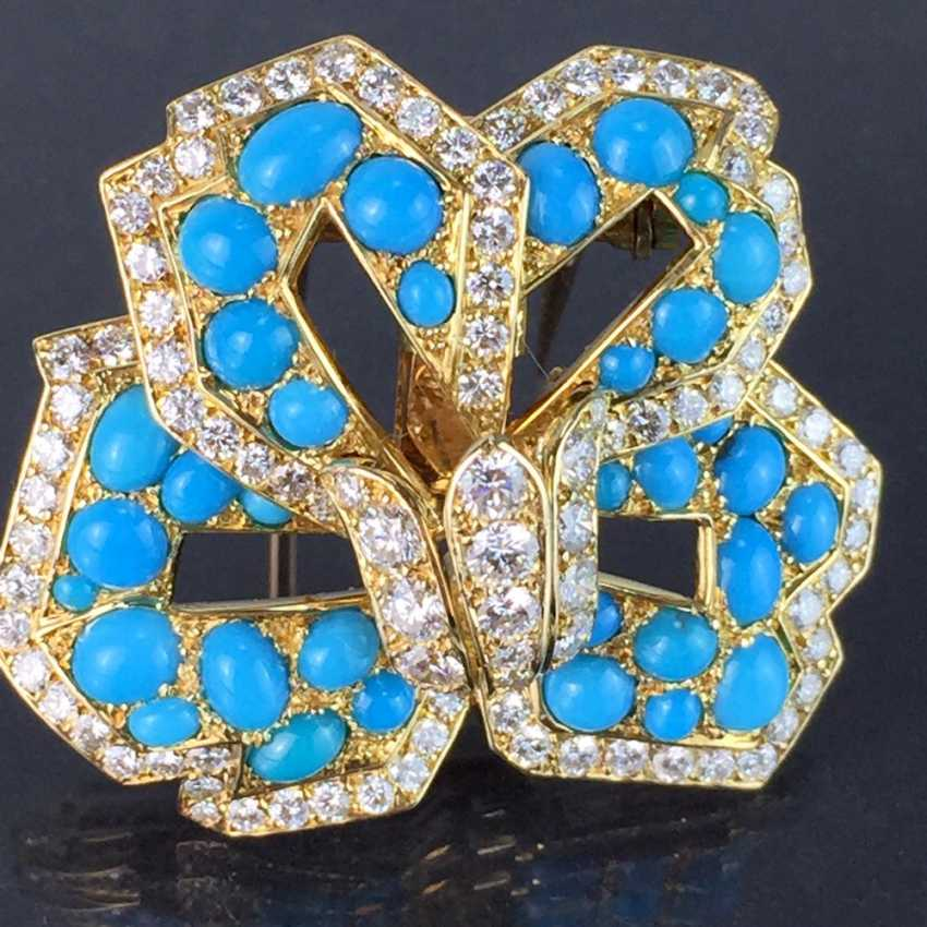 Cartier: a Sensational brooch with over 100 brilliant-cut diamonds, 35 turquoise, in yellow gold 750. Custom-made single stylized flower. - photo 4