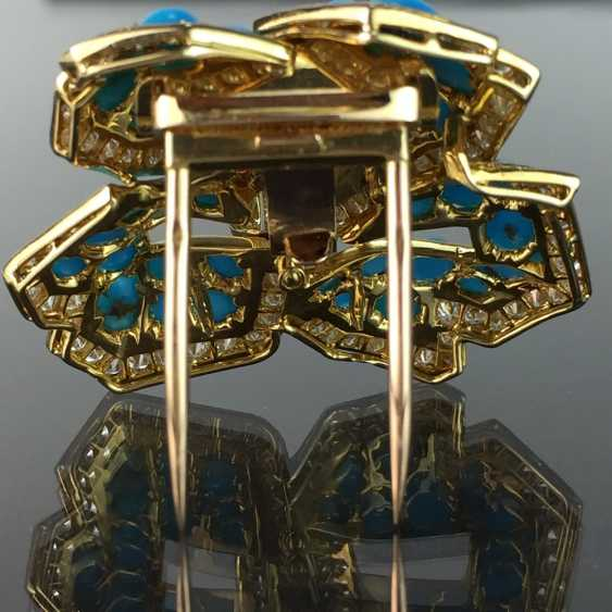 Cartier: a Sensational brooch with over 100 brilliant-cut diamonds, 35 turquoise, in yellow gold 750. Custom-made single stylized flower. - photo 5