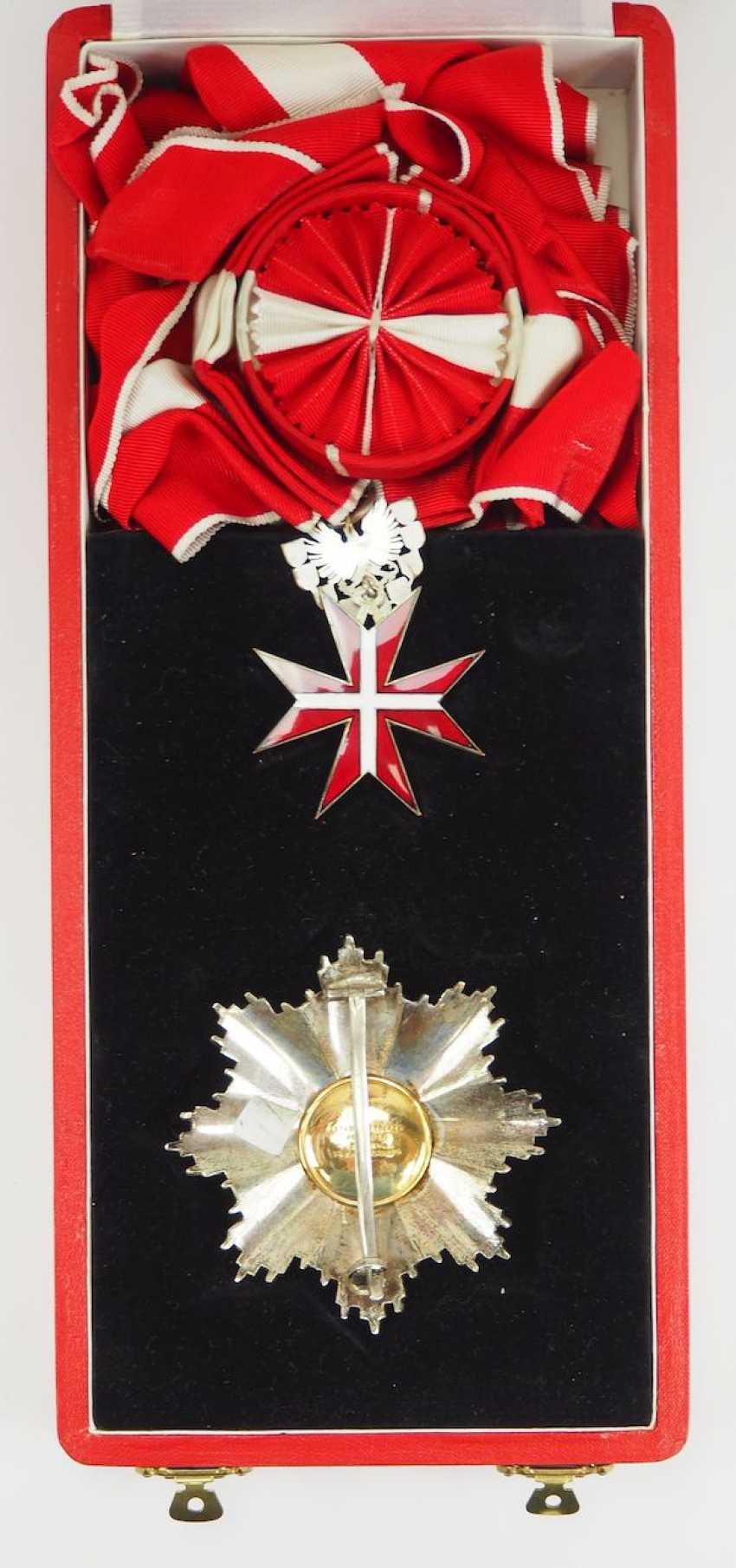 Lot 0903  Austria: Large Silver medal on ribbon, in case