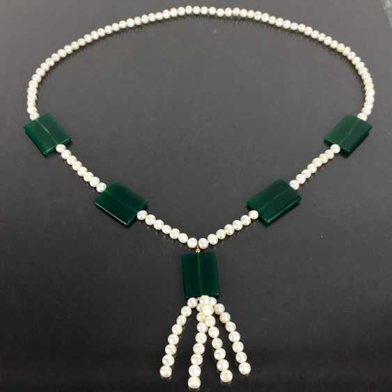 Values string of pearls to see with fine Jade applications - photo 1
