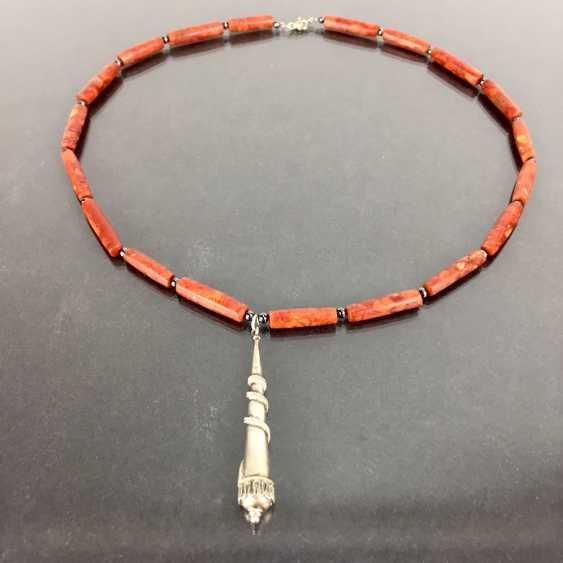 Elegant ladies chain: coral with vintage solid silver pendant, silver 925, very good. - photo 1