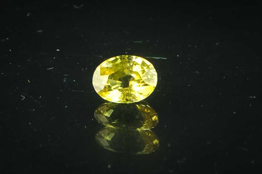 Yellow sapphire of 2.16 ct - photo 1