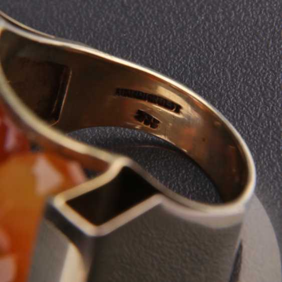 Exceptional hand work Ring with three carnelian yellow gold 333 series, - photo 2