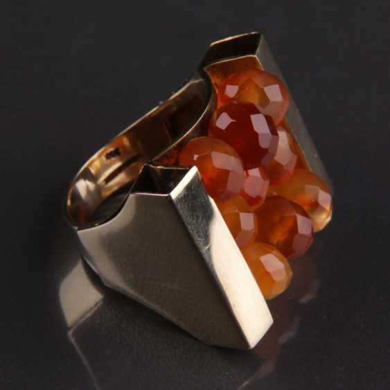 Exceptional hand work Ring with three carnelian yellow gold 333 series, - photo 3