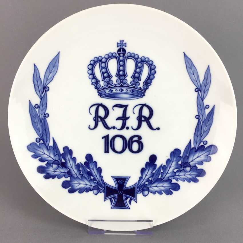 Regiment plate: the Royal Saxon Reserve infantry Regiment 106, Dresden, 1914-1918, Meissen porcelain, very good. - photo 1