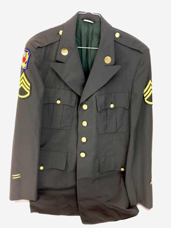 Unformjacke der US Army / US Armee: Staff-Sergeant / Unteroffizier, grünes festes Tuch, goldene Knöpfe, 20. Jahrhundert, sehr gut - photo 1