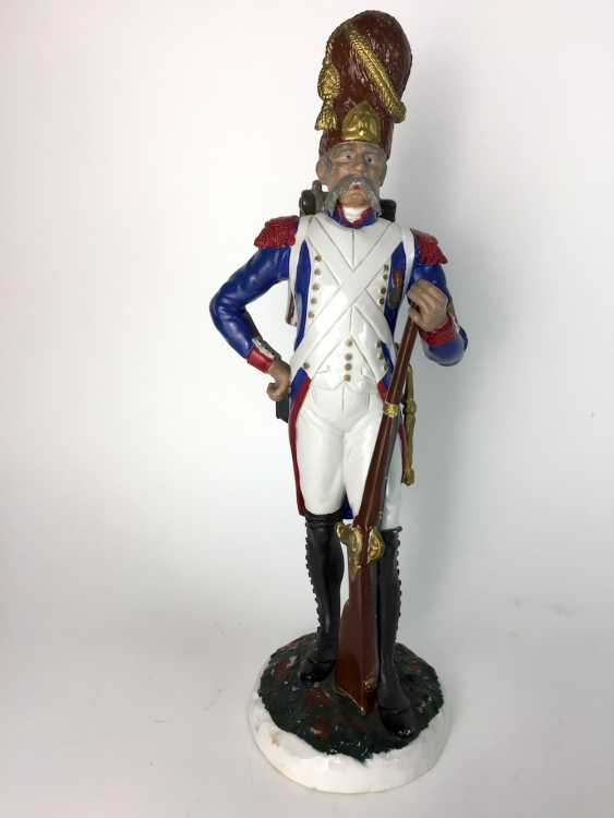 Large porcelain figurine: French Grenadier of the Old guard, very delicate plastic molding, painted. - photo 1