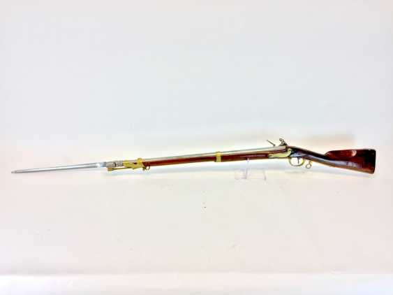 Rifle / rifle: muzzle loader with stone socket bayonet, German castle, and dedicated to 1780, very good. - photo 1