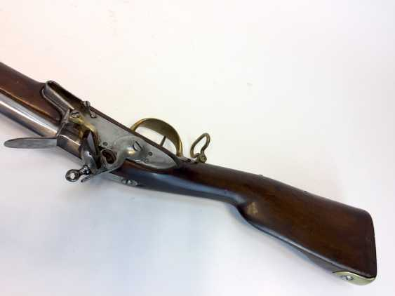 Rifle / rifle: muzzle loader with stone socket bayonet, German castle, and dedicated to 1780, very good. - photo 3