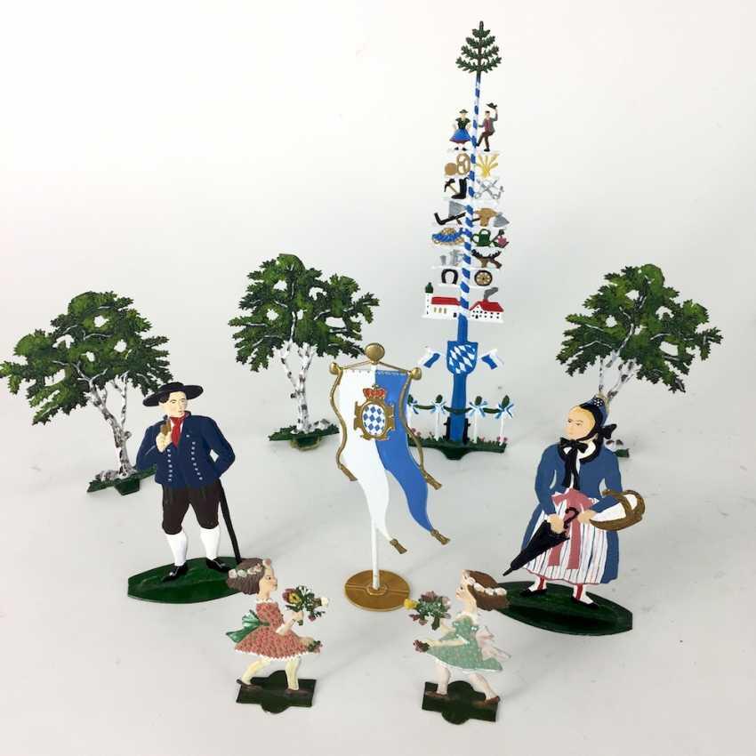 Nice Post tin figures: Maypole, three large trees, couple, child, Bavaria flag, wonderfully painted, W. Schweizer Pewter - photo 1