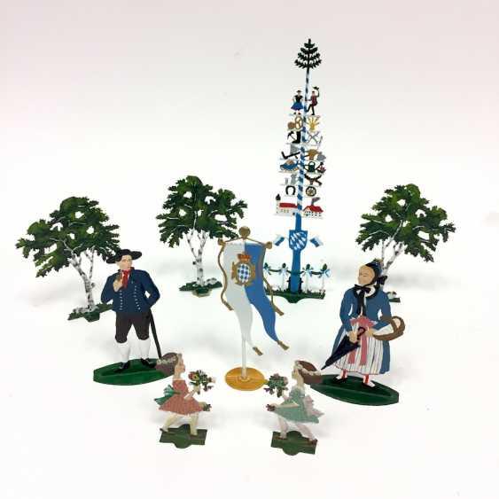 Nice Post tin figures: Maypole, three large trees, couple, child, Bavaria flag, wonderfully painted, W. Schweizer Pewter - photo 2