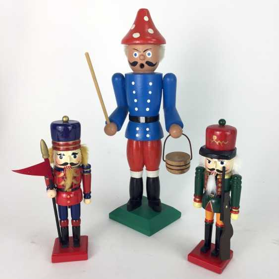 "Smoking man: ""mushroom pickers"" and two of the Nutcracker, Erzgebirge, wood, painted. - photo 1"