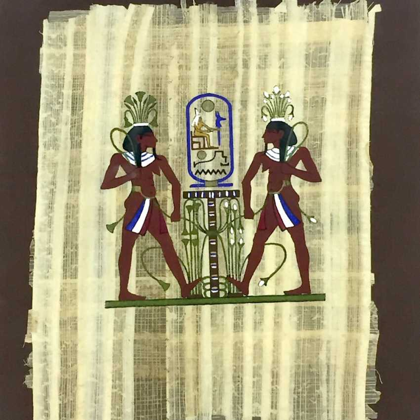 Papyrus / earthy colours on Papyrus: Egyptian display, behind glass in the frame, mid 20's. Century, very good. - photo 1