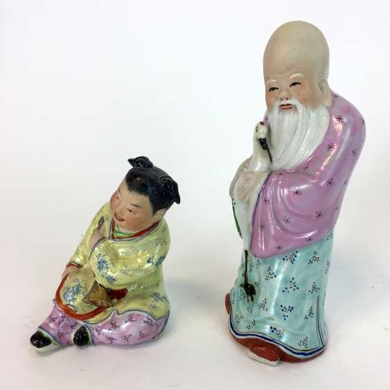 Two Chinese characters: China, China, color equipped, glazed, early 20th. Century, very good. - photo 1