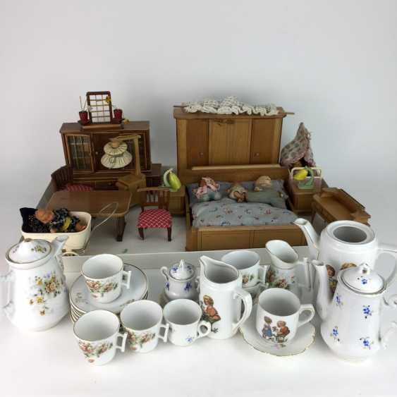 Dollhouse and Dollhouse dishes, 20. Century, many parts. - photo 2