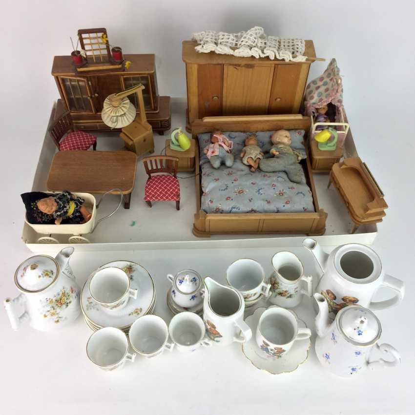 Dollhouse and Dollhouse dishes, 20. Century, many parts. - photo 3