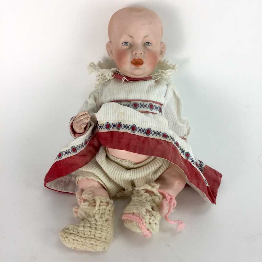 Porcelain head doll / joint-doll F. S. & co. 1267/23 for Franz Schmidt in Georgenthal / Waltershausen, 23 cm, around 1900. - photo 1