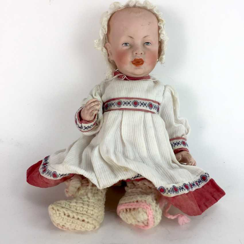 Porcelain head doll / joint-doll F. S. & co. 1267/23 for Franz Schmidt in Georgenthal / Waltershausen, 23 cm, around 1900. - photo 2