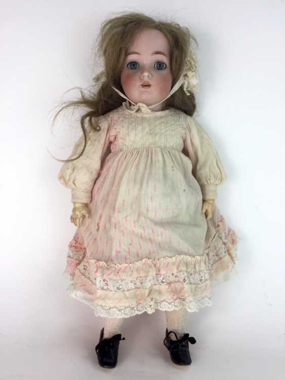 """Large porcelain head doll / jointed doll, marked """"K star R"""": Kämmer & Reinhardt, Simon and Halbig, 55 cm, around 1900. - photo 1"""
