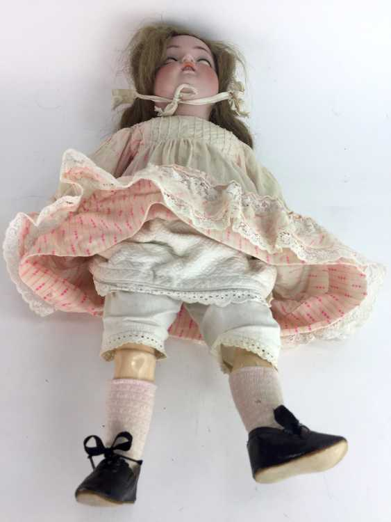 """Large porcelain head doll / jointed doll, marked """"K star R"""": Kämmer & Reinhardt, Simon and Halbig, 55 cm, around 1900. - photo 2"""