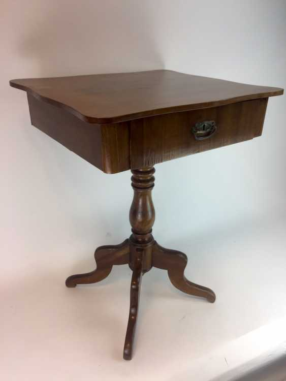 Art Nouveau sewing table: walnut bright, lacquered, rectangular body, turned legs, four legs, a boost to the 1920's. - photo 3