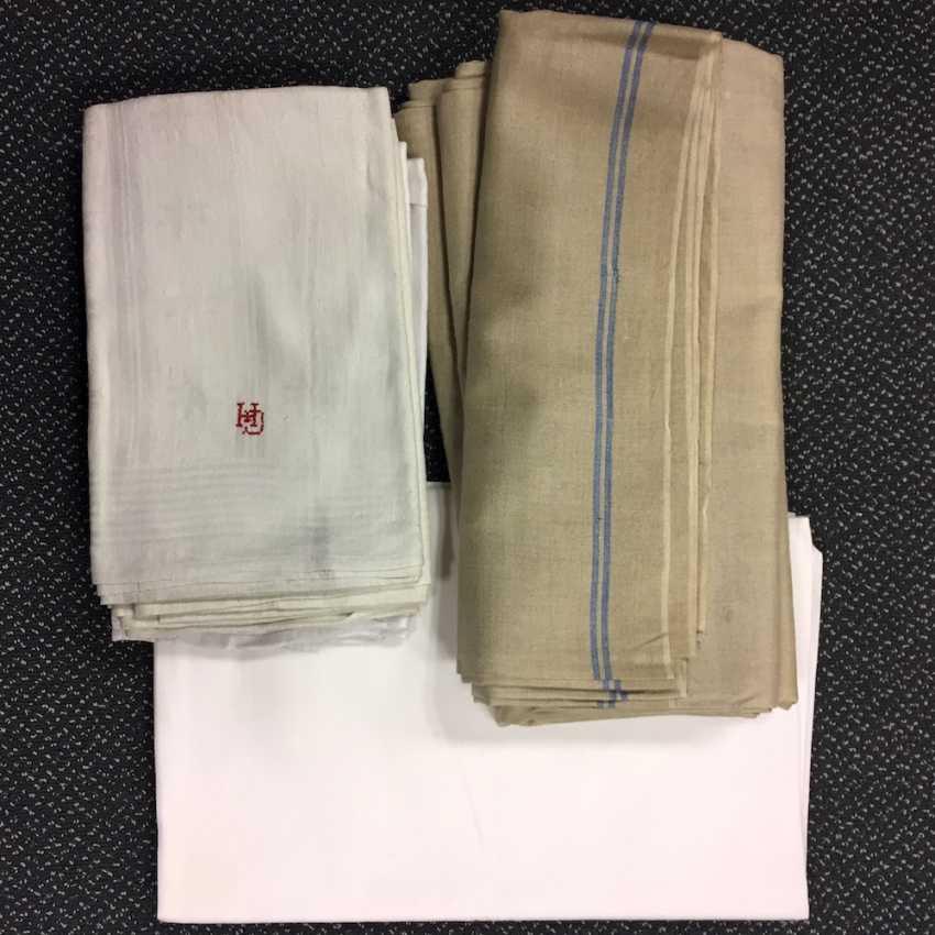 Konvolut Wäsche unbenutzTiefe: drei Mangeltücher / Rolltücher, zwei Kinder Bettlaken Leinen, 6 Leinen Handtücher, sehr gut. - photo 1