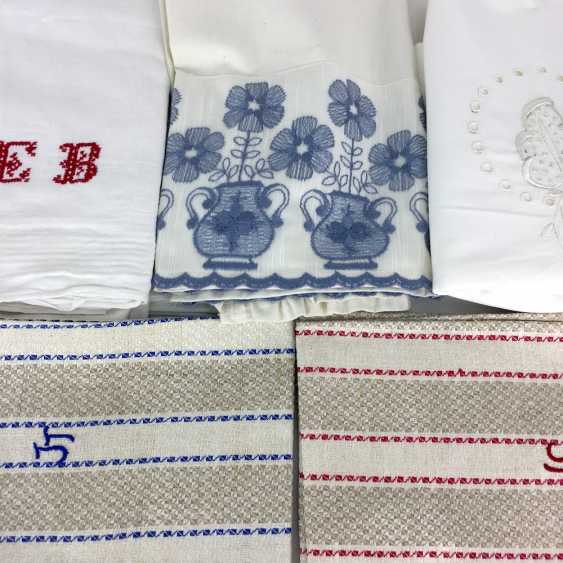 Vintage Laundry ceiling: a table, two linen towels, two parade pillow, five cotton wipes, an apron and a Half. - photo 2