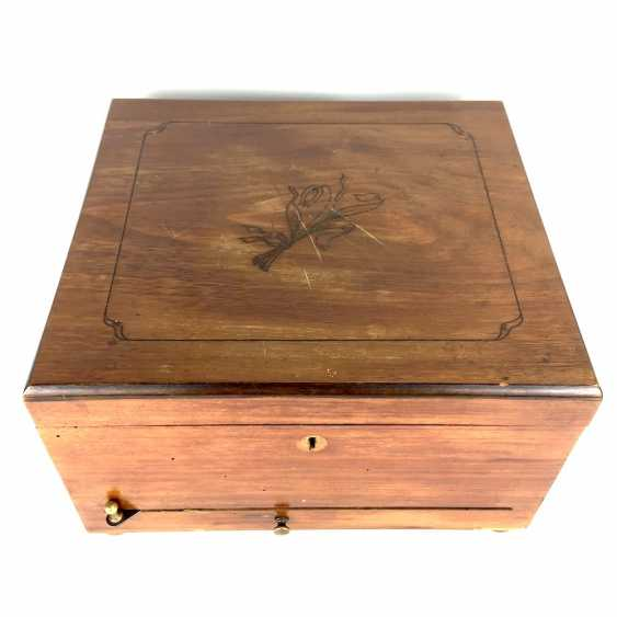 Polyphon / Symphonium / music box / roll box with 14 very beautiful perforated plates, walnut, CA 1900, Leipzig, very good! - photo 4
