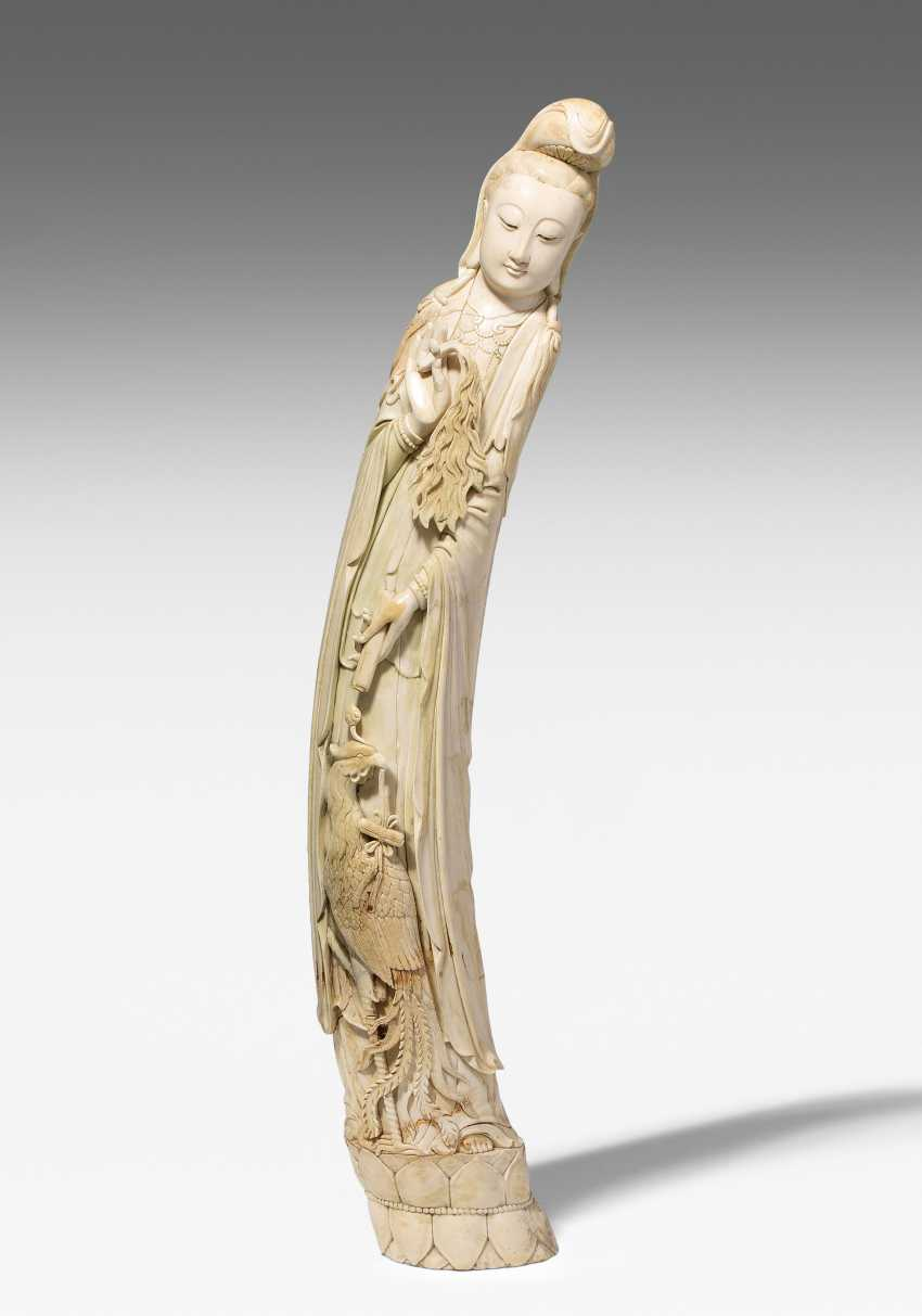 A Large Ivory Figure - photo 1