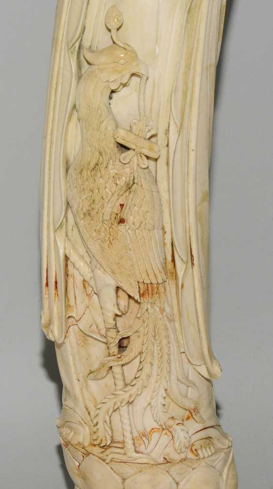 A Large Ivory Figure - photo 3
