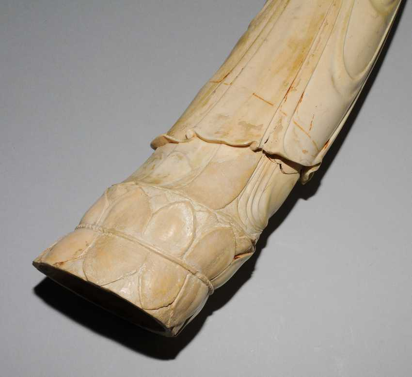 A Large Ivory Figure - photo 5
