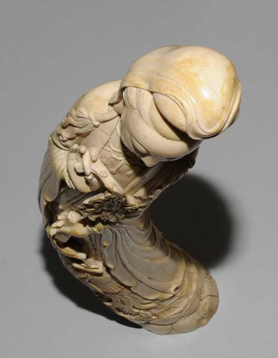 A Large Ivory Figure - photo 9