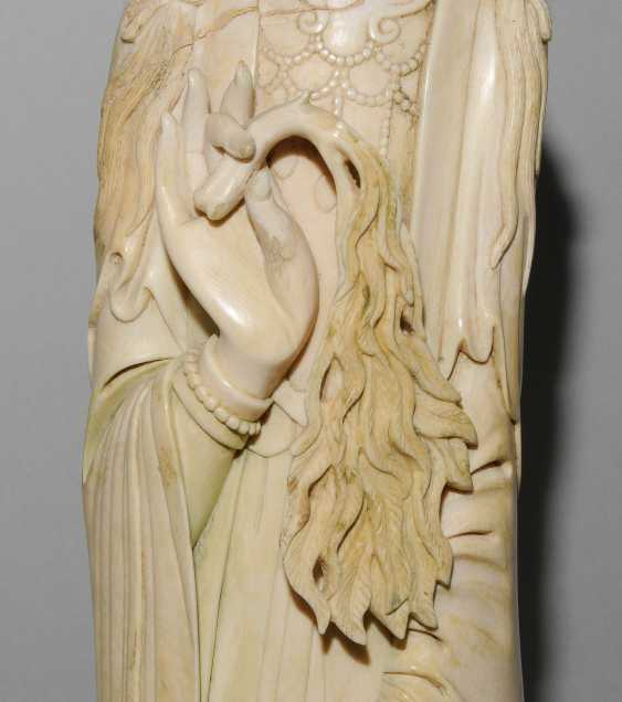 A Large Ivory Figure - photo 12