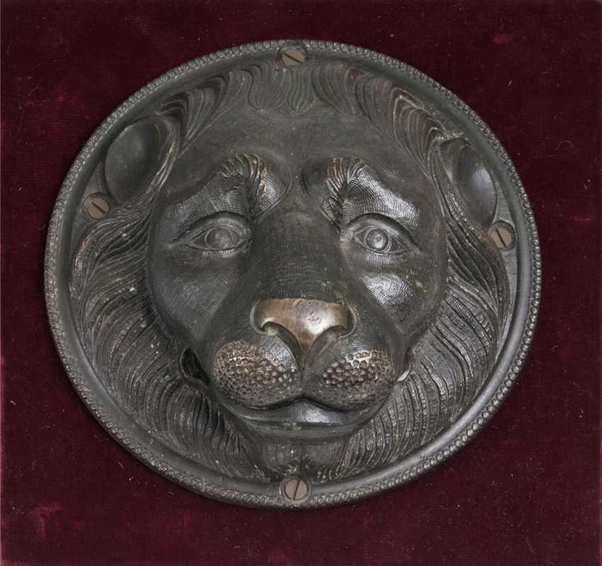 Renaissance door knocker in the shape of a lion head - photo 1
