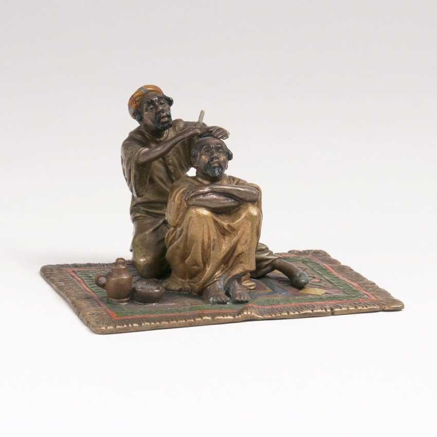 Wiener Bronze 'Beim Barbier' - photo 1