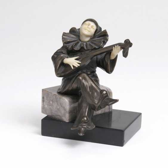 Chryselephantin-Figur 'Pierrot mit Mandoline' - photo 1