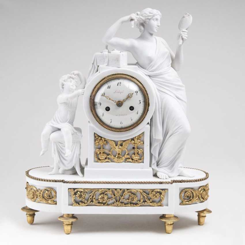 Fine Empire pendulum clock with a figural allegory of vanity - photo 1