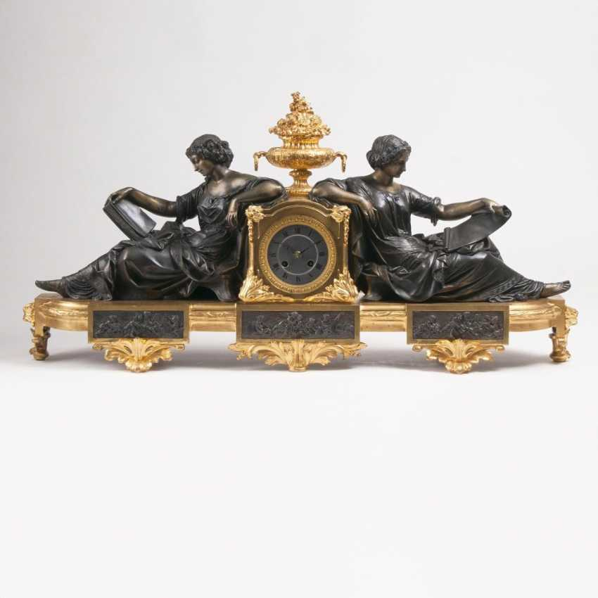 Imposing mantel clock, with female allegories of the Sciences - photo 1