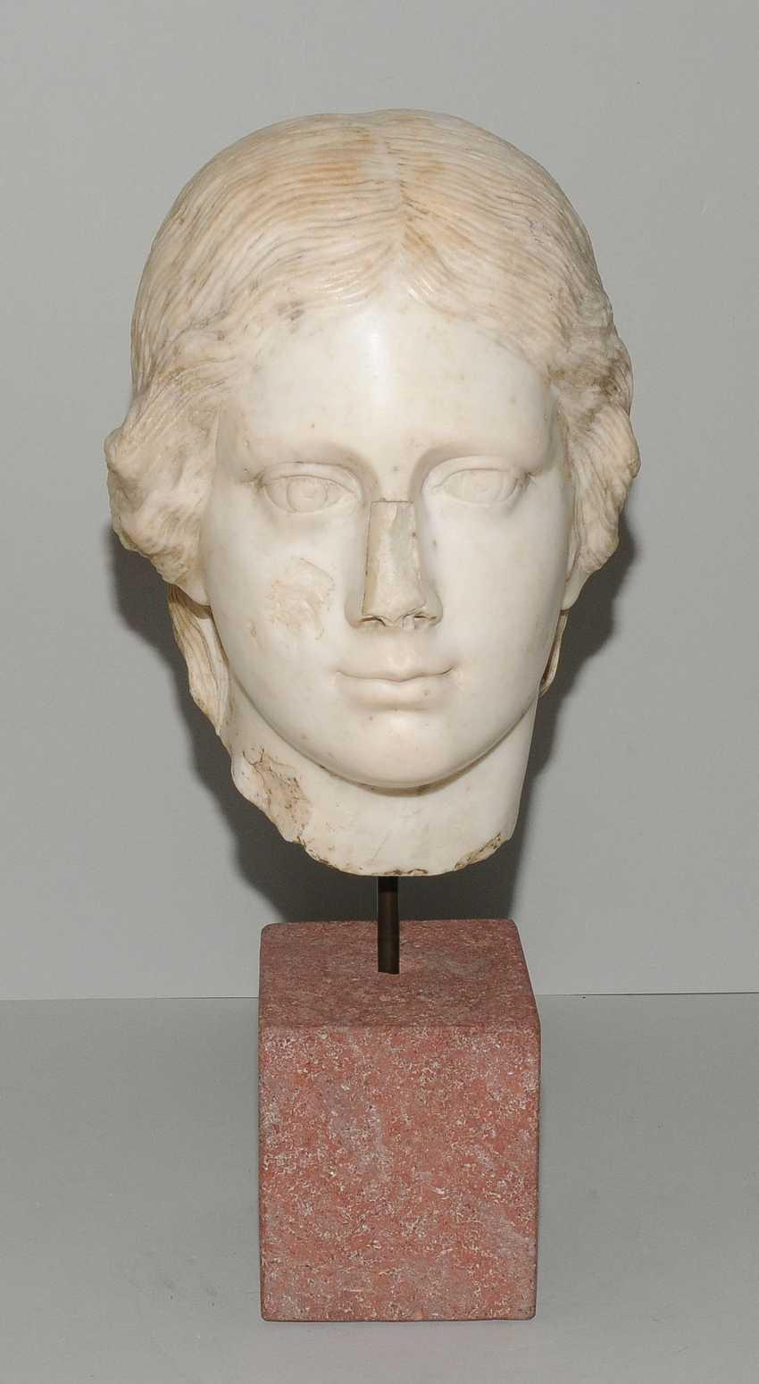 Woman's head - photo 2