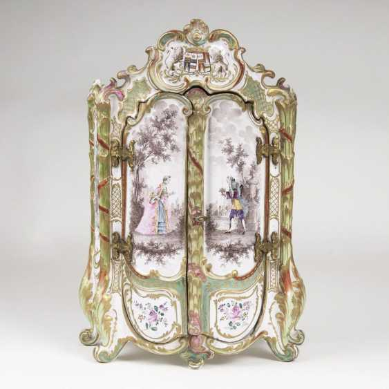 Rare miniature faience Cabinet with Watteau-scenes - photo 1