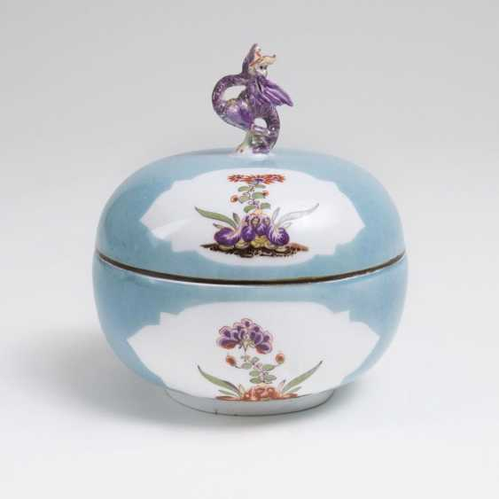 Exceptional lidded box with dragon knob - photo 1