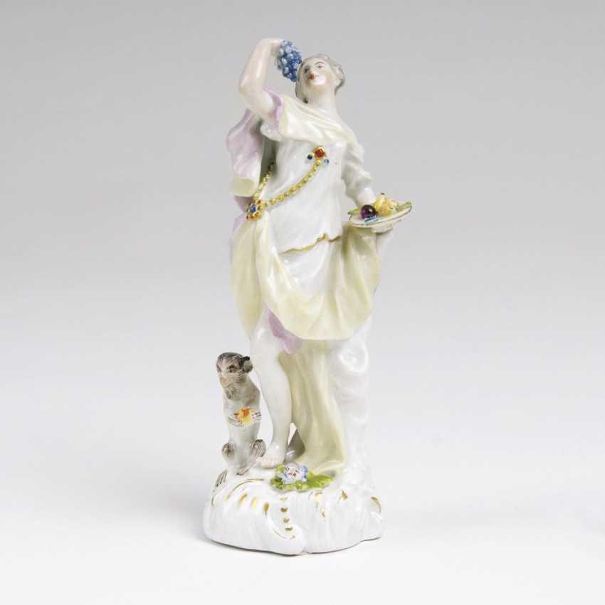 Figur 'Weibliche Allegorie mit Äffchen' - photo 1