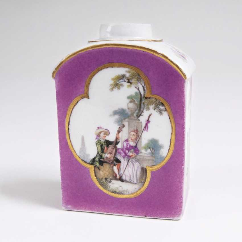 Tea caddy with a purple rear and a Watteau painting - photo 1