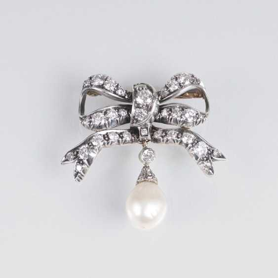 Viennese art Nouveau brooch with pearl and diamond trim - photo 1