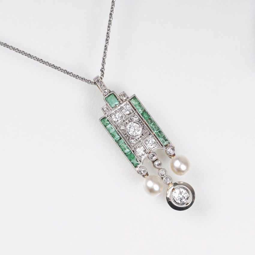 Art Deco diamond emerald pendant with small beads - photo 1