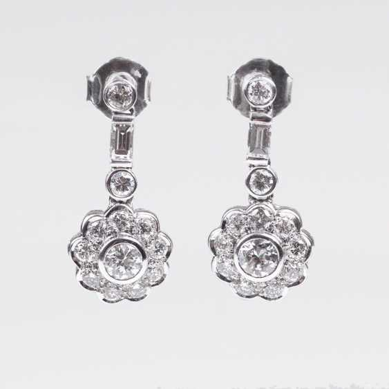Pair of fine diamond earrings - photo 1