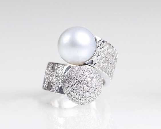 Brilliant Cross-Over Ring with South sea pearl of leader line - photo 1