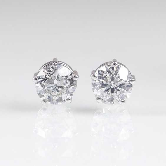Pair of outstanding, high-class solitaire stud earrings - photo 1
