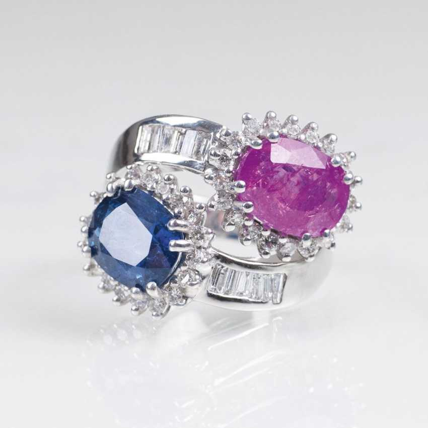Exceptional Ring with natural Burma sapphires in Pink and Blue and diamond-trim - photo 1
